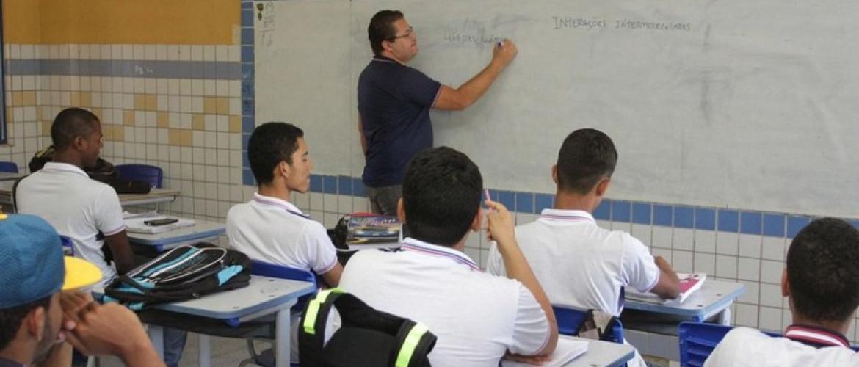 Aumento de salário do professor em AL: veja a nova tabela do PCCS