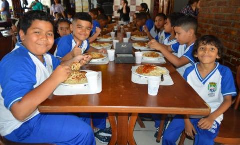 Estudantes da rede municipal visitam restaurantes da capital nesta segunda (11)