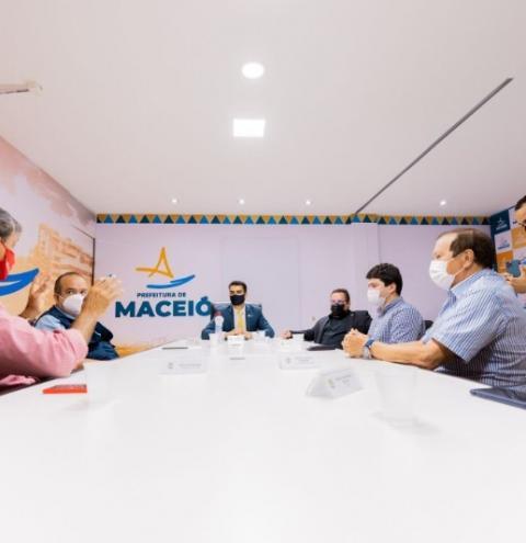 Em Maceió, prefeito JHC recebe clubes e discute retorno gradual de público aos jogos de futebol